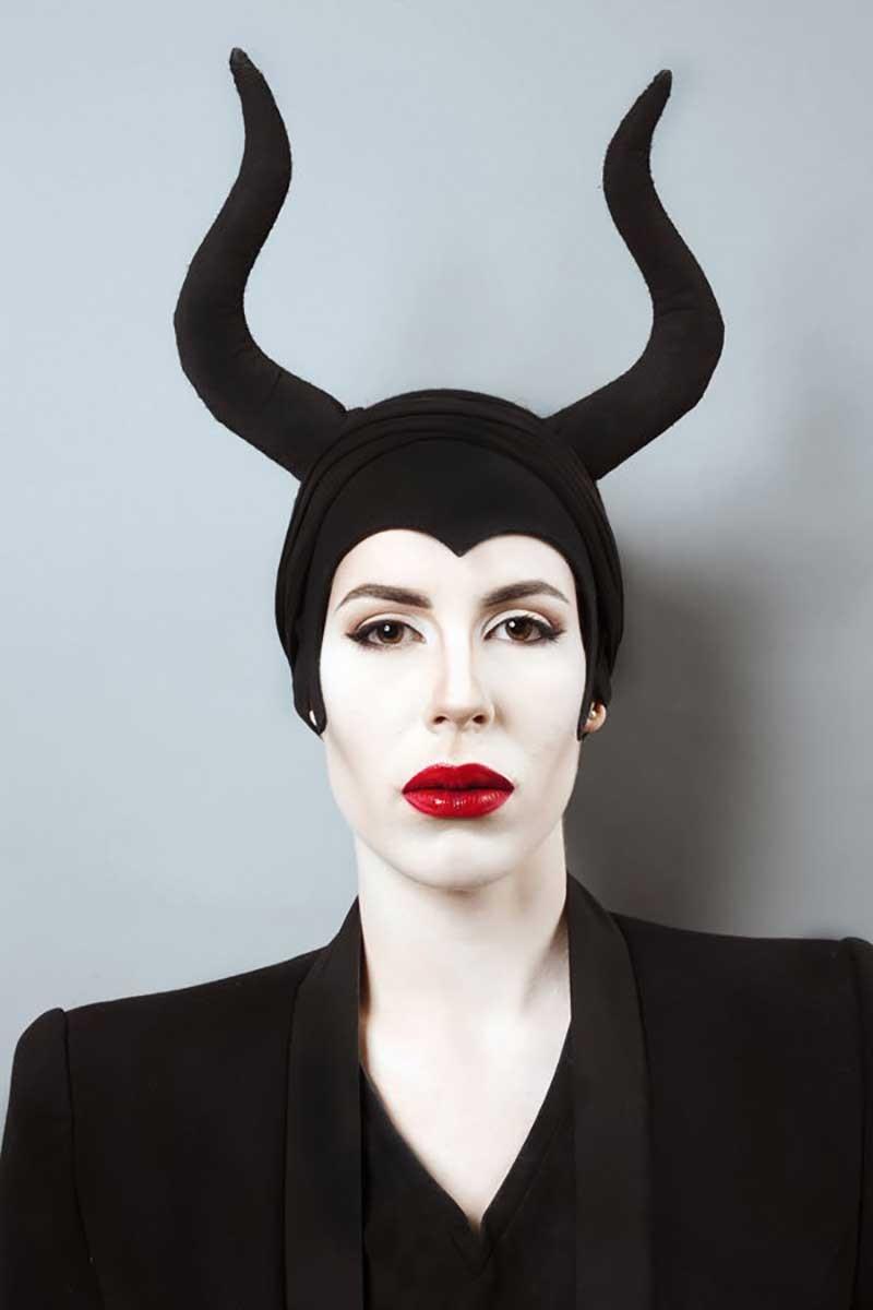 Maquillage et look inspirés du personnage Maléfique.