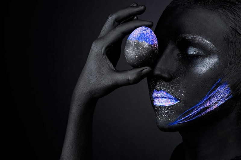 Maquillage fluo.