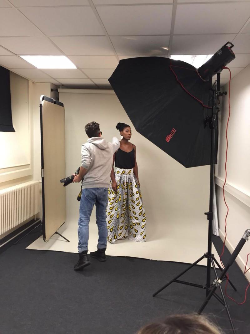 En plein shooting photo make-up dans le studio photo de l'école Peyrefitte Make-Up avec le photographe Jean-Philippe Darbois.