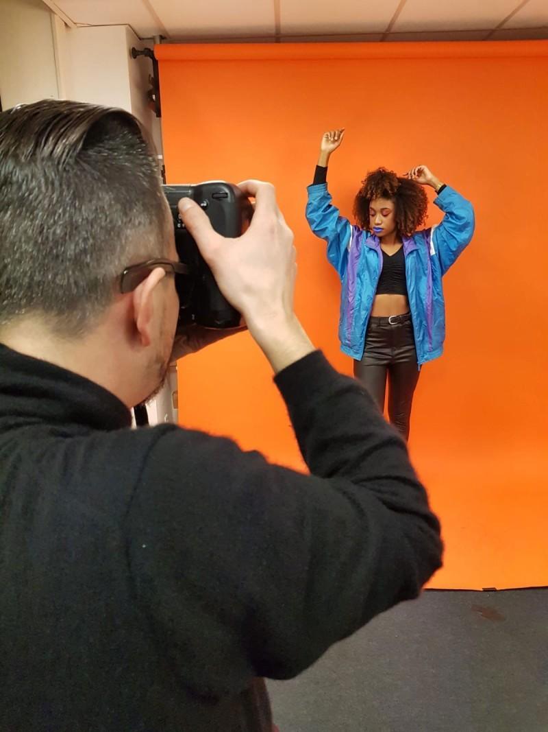 Shooting photo pour les étudiants Peyrefitte Make-Up. Studio photo : Peyrefitte Make-Up. Thème : Color Block rétro années 80 revisité.
